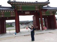 Salah satu gerbang istana Geongbokgung.