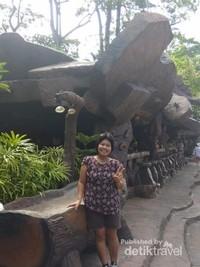 Desain unik Dino Park Restaurant.