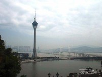 Jembatan Macau tampak dari kejauhan.