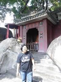 Masuk ke Kawasan Kuil A Ma