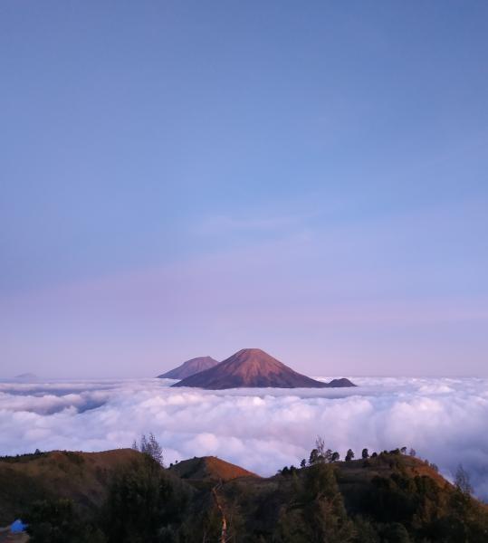 Lautan Awan di Puncak Gunung Prau