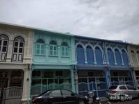 Bangunan sino kolonial di Phuket Old Town.