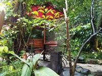 Suka banget dengan taman cantik di Sim Six resto.