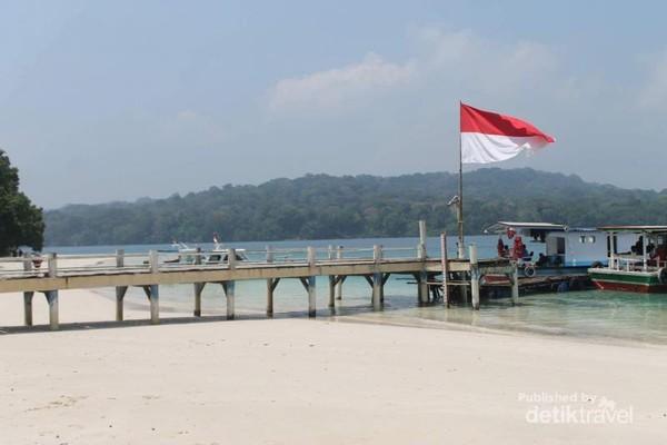 Dermaga di Pulau Peucang.