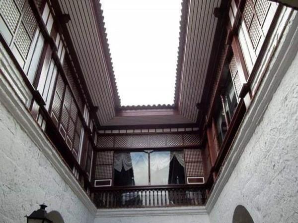 Gedung yang masih kokoh walaupun berumur ratusan tahun