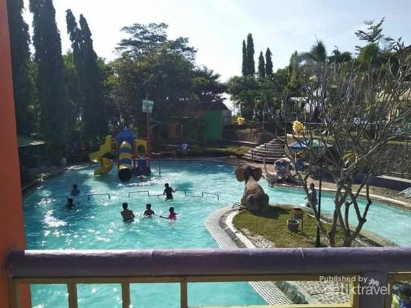 Asiknya berenang pagi di Selopanggung.