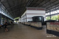 Bangunan stasiun ini sekarang diisi dengan berbagai koleksi seperti mesin pencetakan tiket dan sistem admnistrasi yang dulu digunakan di sini.