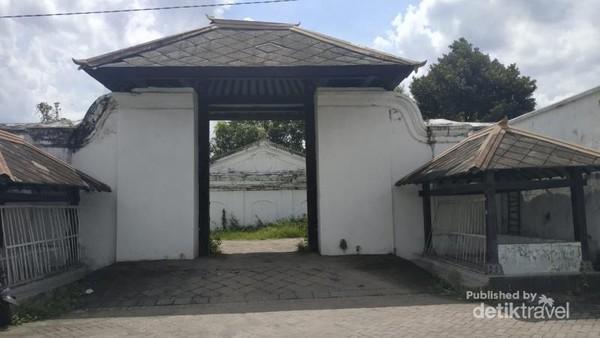 Pintu masuk Bangsal Kamandungan Kidul