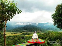 Spot foto di puncak Punthuk Setumbu. foto: @desierlinayu