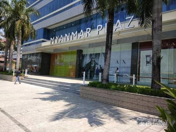 Pintu masuk Myanmar Plaza