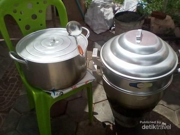 Peralatan masak yang relatif tradisional.