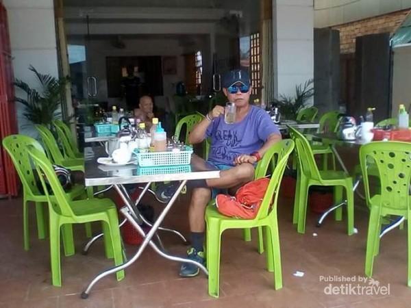 Walaupun sederhana warung di pinggiran kota Siem reap ini bersih.