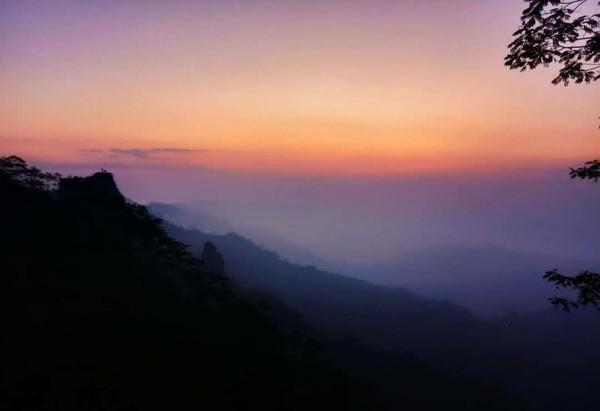 keindahan view diatas puncak suroloyo