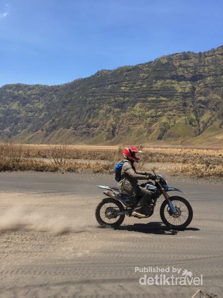 Sensasi Offroad di Gunung Bromo