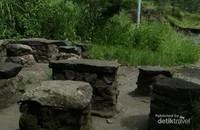 Tempat duduk dari batu sisa erupsi Gunung Merapi