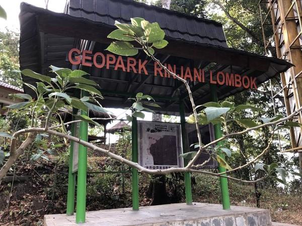 Puncak pusuk yang masih dalam Kawasan Geopark Rinjani Lombok.