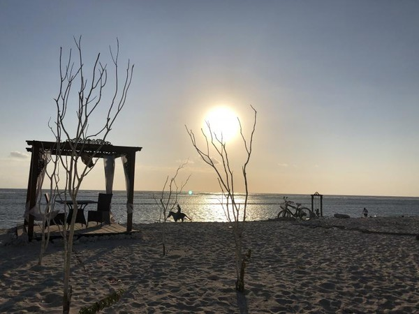 Senja di Pantai Gili Trawangan yang indah.