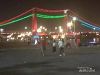 Jembatan Ampera di malam hari.