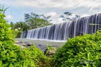 Pemandangan aliran air di tempat wisata ini