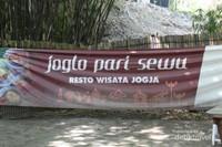 Pintu masuk tempat wisata Joglo Pari Sewu