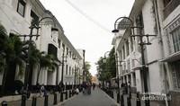 Salah satu sudut di kota lama Semarang dihiasi gedung-gedung tua jaman kolonial Belanda