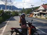 Inilah keindahan sepanjang jalan menuju Patong Beach.