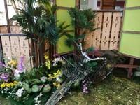 Hiasan sepeda onthel seperti di Indonesia masa lalu.