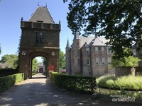Kastil Zuilen yang lokasinya tidak jauh dari area Kincir Angin