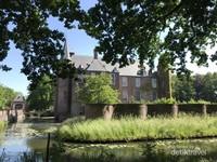Kastil yang pada awalnya hanya sebuah menara ini dibangun pertama kali sekitar abad ke-13