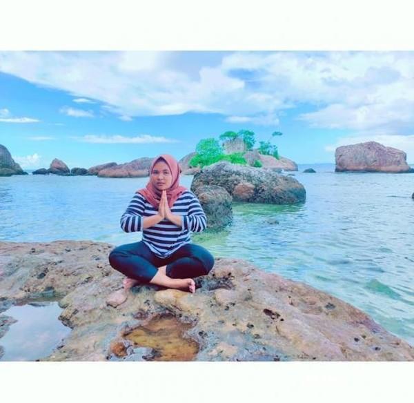 Pantai Bam: Batu-batu karang yang berserakan menjadi pemandangan unik di Raja Ampat