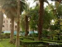 Lokasinya tak jauh dari pintu 15 Masjid Nabawi. Dapat juga diakses dari pintu 13.