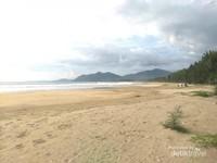 Potret Hamparan Indah Pantai Lhoknga