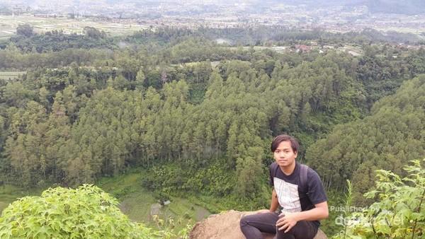 Pemandangan dari Ketinggian Tebing Keraton