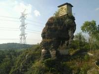 Penampakan Ombah Demit yang menjadi icon objek wisata Bukit Patrum.
