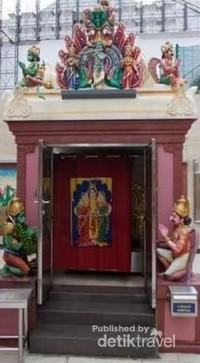 Pintu-pintu kecil kuil.