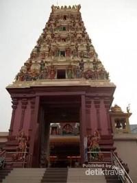 Sebelum meninggalkan kuil, beginilah penampakan pintu masuk kuil ini.