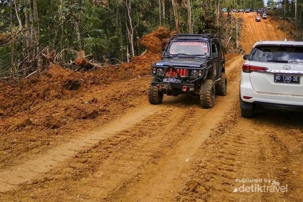 Kendaraan menuju Desa Lebong Tandai