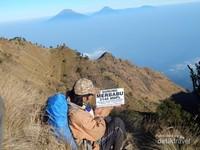 Di puncak Gunung Merbabu