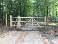Tampak salah satu gerbang menuju area hutan kota Het Loo