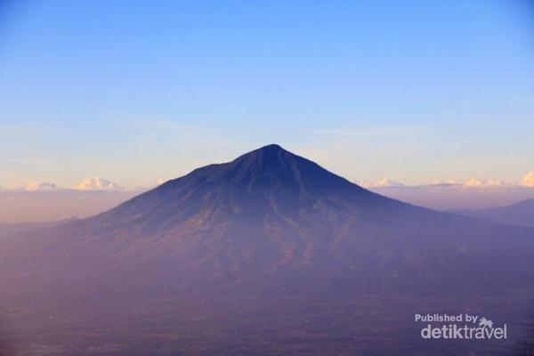 Pemandangan Gunung Cikuray, Garut, Jabar