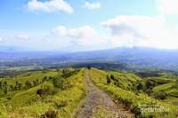 Jalur pendakian di Gunung Cikuray