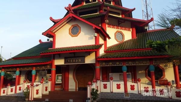 Foto Dekat Tampak Depan Masjid