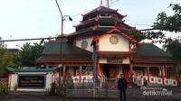Warnanya yang Khas Membuat Masjid Lebih Elegan
