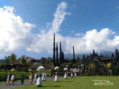 Pesona Pura Tertua Bali yang Melegenda