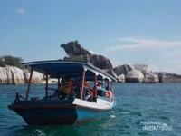 Menuju Pulau  Batu Garuda dengan perahu dari tanjung Kelayang.