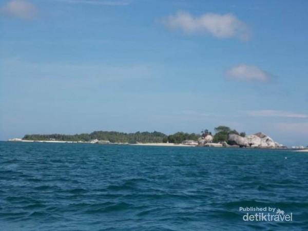 Birunya laut sekitar Pulau Batu Garuda