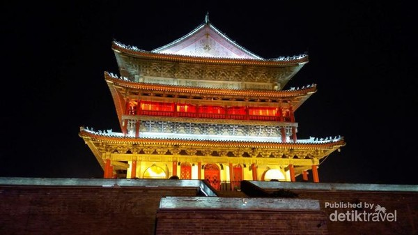 Bell Tower, Landmark di tengah kota kota Xian , hanya berjarak ratusan meter dari Masjid tua Xian yang dibangun sekitar tahun 700 M