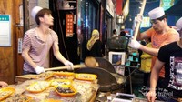 Pembuatan makanan kecil di Xian, banyak rupa dan rasa mirip makanan kecil di Indonesia