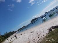 Birunya langit dan laut Tanjung Kelayang.