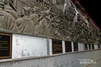 Relief yang bercerita tentang bagaimana Laksamana Cheng Ho bisa sampai ke Semarang